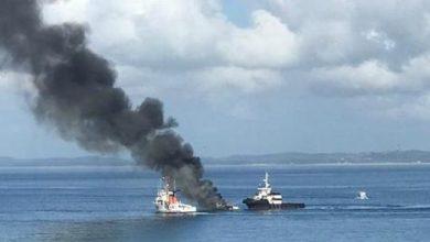 Photo of Lancha pega fogo na Baía de Todos-os-Santos