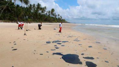 Photo of Manchas de óleo atingem litoral norte de Ilhéus