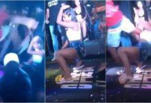 Photo of Homem invade palco e chuta rosto de mulher durante show d'O Poeta; Vídeo