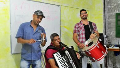 Photo of Cicinho de Assis anima moradores do bairro da Santa Cruz e Região
