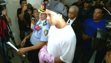 Photo of Imagem de Ronaldinho em prisão no Paraguai vaza nas redes sociais; veja