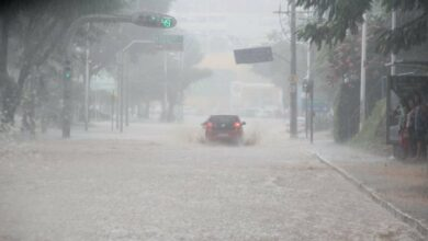 Photo of Frente fria faz Salvador acordar debaixo de chuva nesta segunda-feira