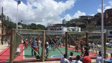 Photo of Quadras e campos do Nordeste de Amaralina e de outros bairros de  Salvador, começam a ser fechados pela Prefeitura