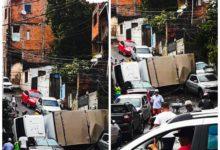 Photo of Caminhão de Frutas desgovernado tomba e atinge carros em ladeira da Rua Francisco Sales no Bairro da Santa Cruz