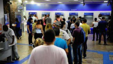 """Photo of """"Coronavoucher"""": Caixa abrirá 2.200 agências neste sábado para cumprir calendário de pagamentos; confira"""