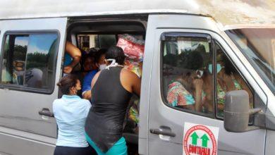 Photo of Denúncia: moradores de outras localidades são flagrados recebendo cestas básicas destinadas ao bairro da Santa Cruz