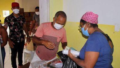 """Photo of Para combater a """"pandemia da fome"""", União Santa Cruz distribui alimentos para famílias"""