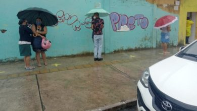 Photo of URGENTE! Moradores enfrentam fila e chuva para tentar fazer teste rápido da Covid-19 no bairro do Nordeste de Amaralina