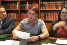 Photo of Bolsonaro critica o uso de máscaras no dia que o Brasil registra recorde de mortes